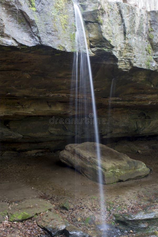 Водопад на мосте утеса стоковое фото