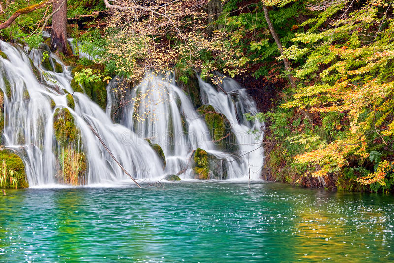 водопад пейзажа осени стоковая фотография