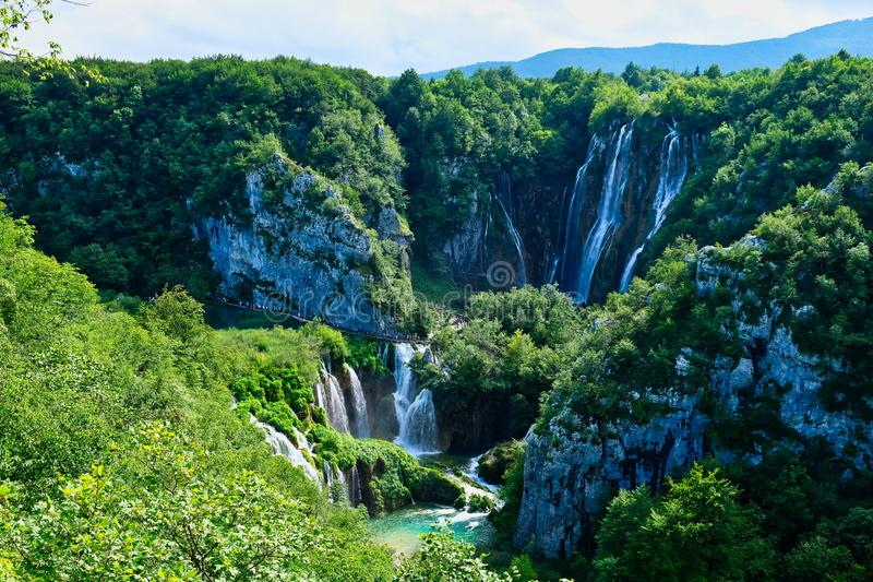 Водопад шлепка Veliki, озера Plitvice, Хорватия стоковые фото