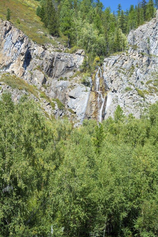 Водопад Cherlak в горах Altai стоковое фото rf