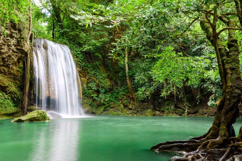 Водопад Erawan, национальный парк Erawan в Kanchanaburi, Таиланде стоковое фото