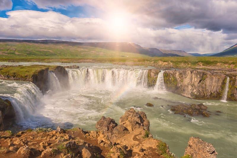 Водопад Godafoss Akureyri, впечатляющий ландшафт, река Skjalfandafljot, Norðurland, к северу от Исландии стоковые фото