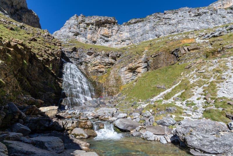 Водопад Horsetail в национальном парке Ordesa, Испании стоковые изображения