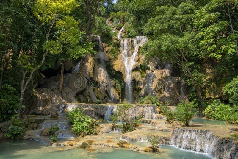 Водопад Kuang Si в Лаосе стоковые изображения rf