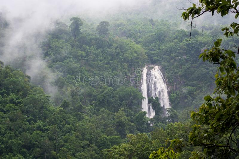 Водопад Lan Khlong на национальном парке Kamphaeng Phet Lan Khlong стоковое изображение rf