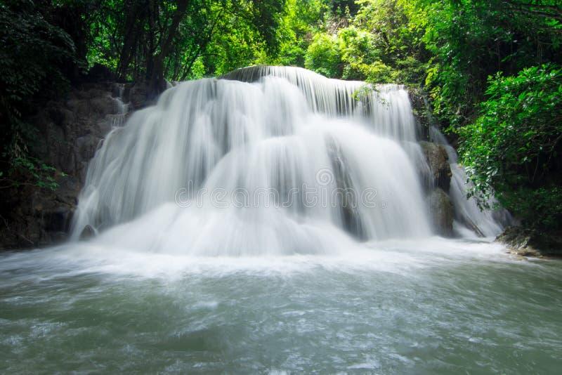 водопад mae khamin huai стоковые фото