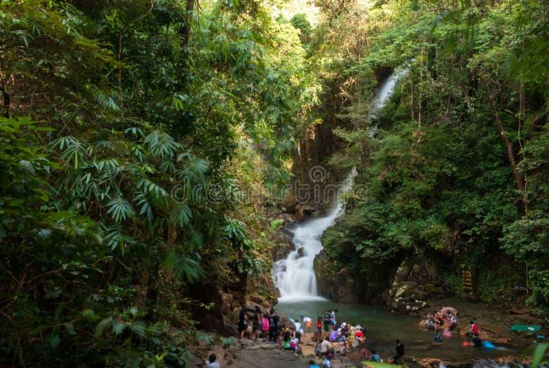 Водопад Phliu, национальный парк Namtok Phliu, провинция Chanthaburi стоковые изображения rf