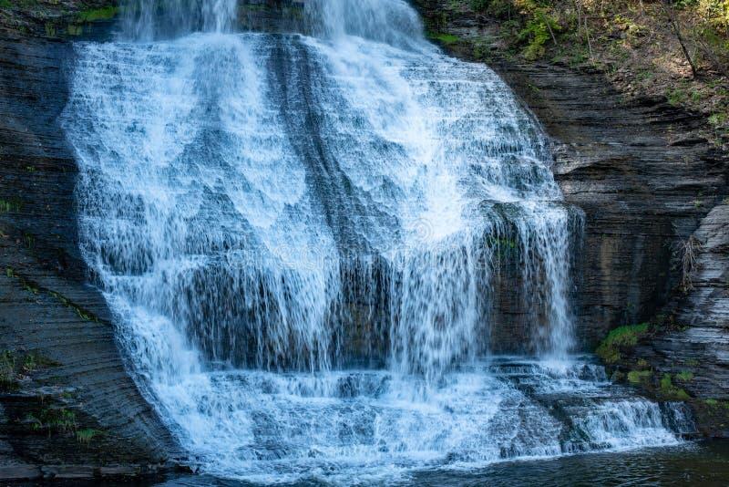 Водопад Shequaga на главной улице в падениях Montour стоковые изображения