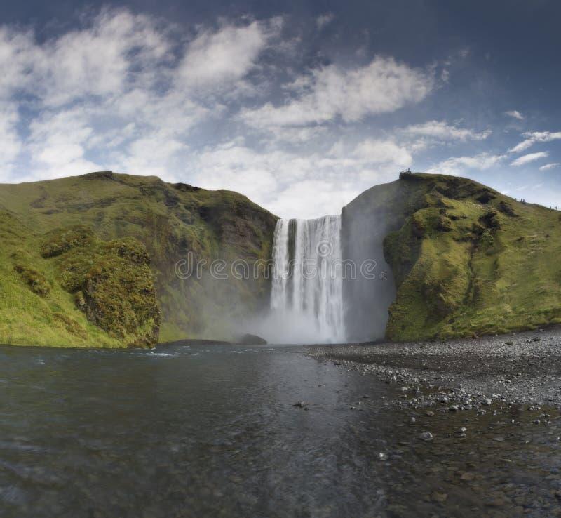 Водопад Skogafoss Исландии в исландском ландшафте природы стоковые изображения
