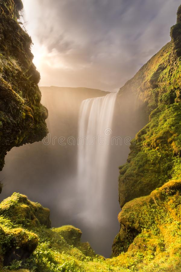 Водопад Skogafoss на заходе солнца стоковая фотография rf