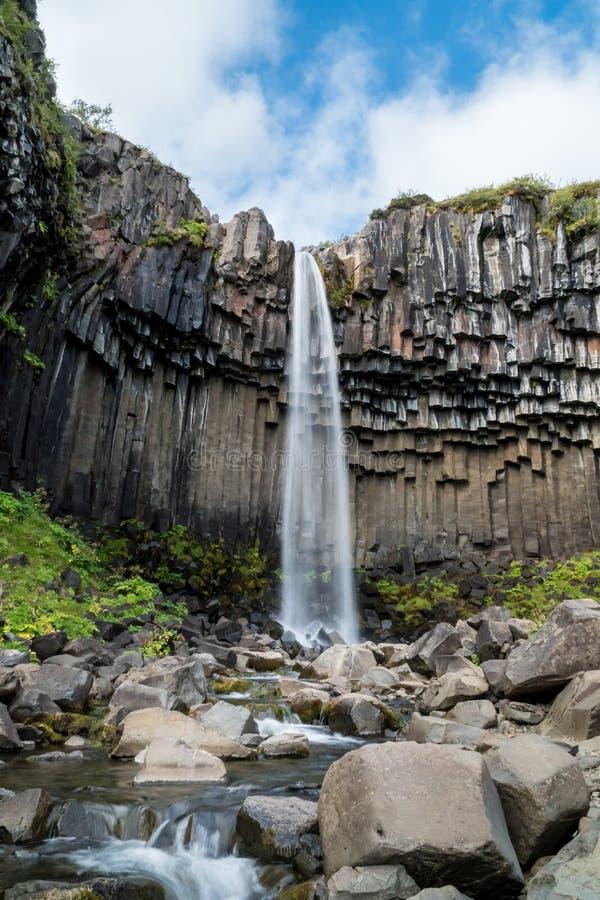 Водопад Svartifoss на юге  Исландии стоковая фотография rf