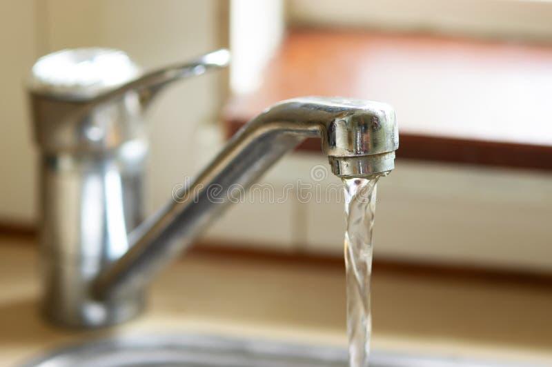 Водопроводный кран для воды напитка стоковые фотографии rf