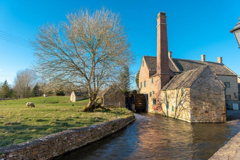Водяная мельница в английской сельской местности стоковые фотографии rf