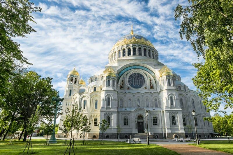 Военноморской собор St Nicholas в Kronstadt, Санкт-Петербурге стоковые изображения rf