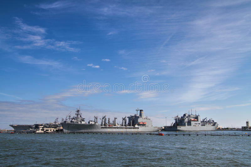 Военные корабли в порте стоковое изображение