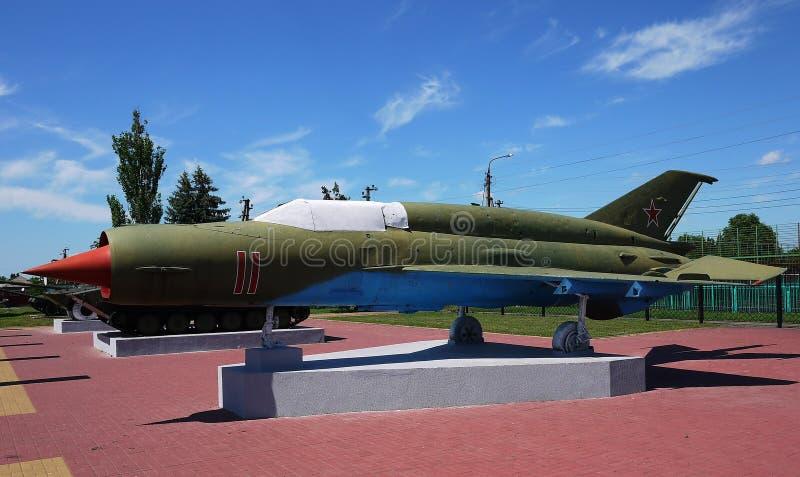 Военные самолеты припарковали на том основании o стоковые фотографии rf
