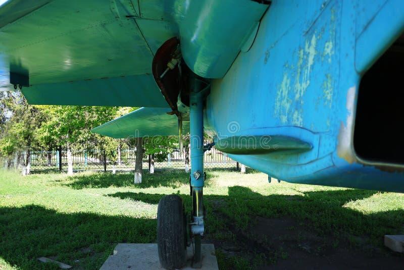 Военные самолеты припарковали на том основании o стоковая фотография