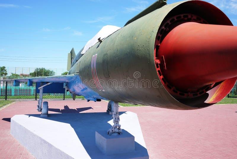 Военные самолеты припарковали на том основании o стоковые фото