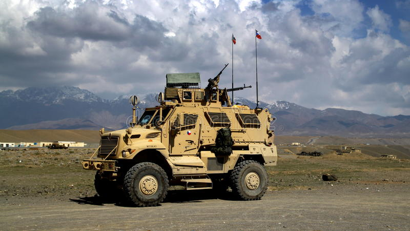 военные транспортные средства Афганистана чеха стоковое фото