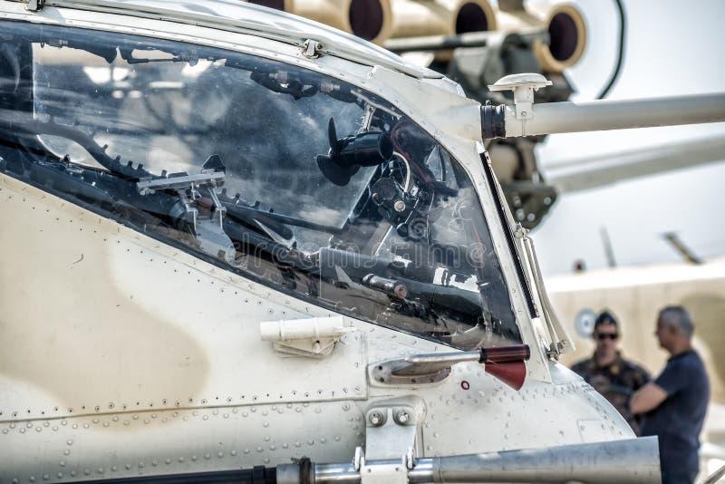 Военный взгляд со стороны арены вертолета стоковые фото