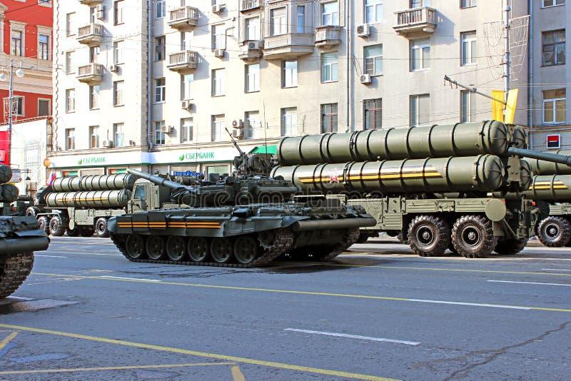 Download Военный парад предназначил к дню победы в Второй Мировой Войне в Mosc Редакционное Фотография - изображение насчитывающей moscow, green: 40582237