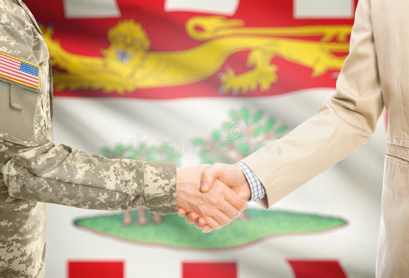 Военный США в равномерном и гражданском человеке в костюме тряся руки с некоторым флагом канадской провинции на предпосылке - при стоковое изображение