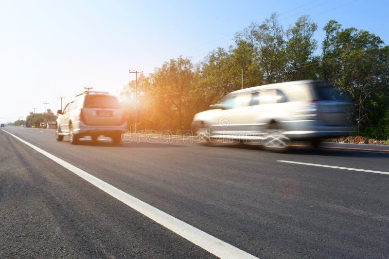 Вождение автомобиля на высокой дороге пути стоковое фото rf