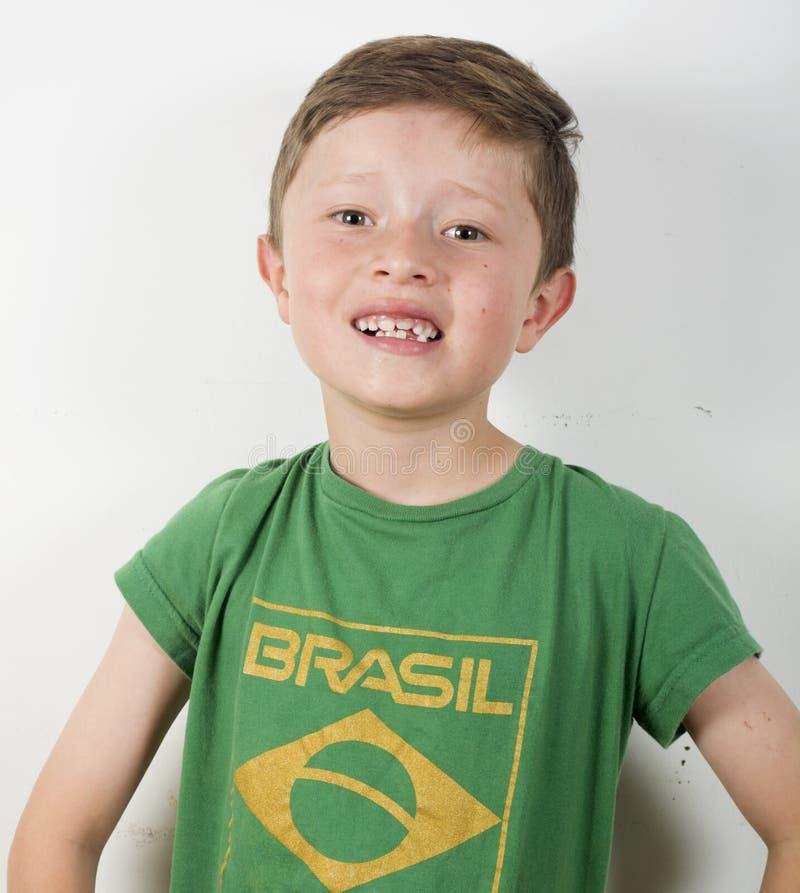 Возбужденный футболист мальчика стоковая фотография