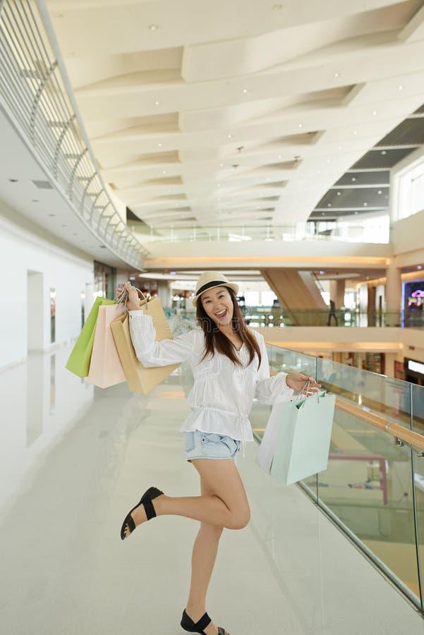 Возбужденный с покупками стоковое изображение rf