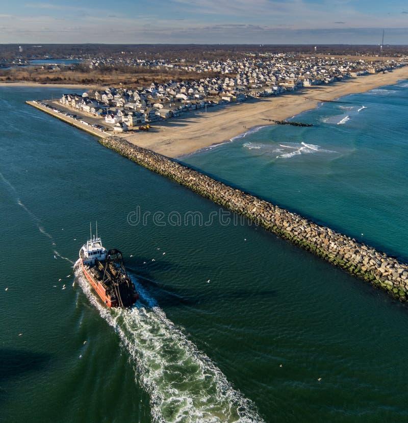 Возвращение рыбацкой лодки стоковые изображения rf