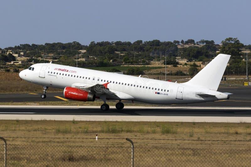 Воздух Мальта A320 в частично цветовой схеме стоковое фото rf
