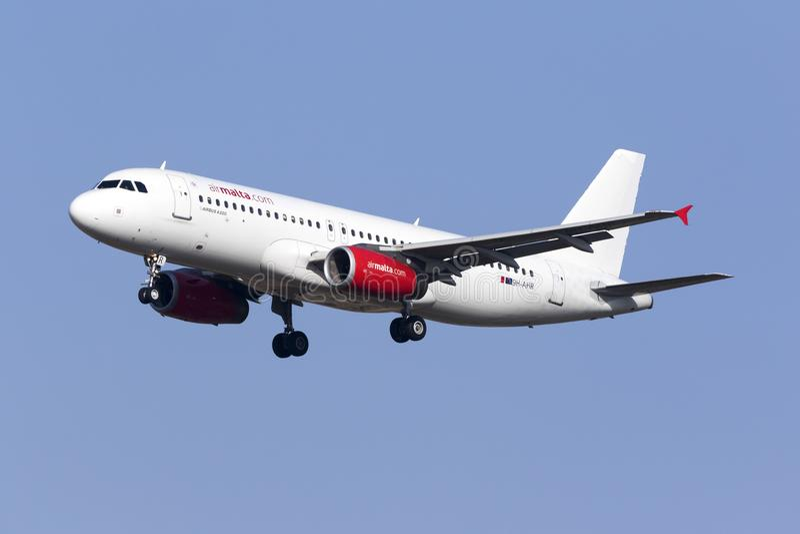 Воздух Мальта A320 в частично цветовой схеме стоковые изображения