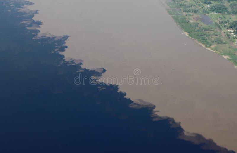 Воздушная встреча os изображения вод Гигантское река это кажется морем Использованный к рыбам, проводите, сыграйте, подайте местн стоковые изображения