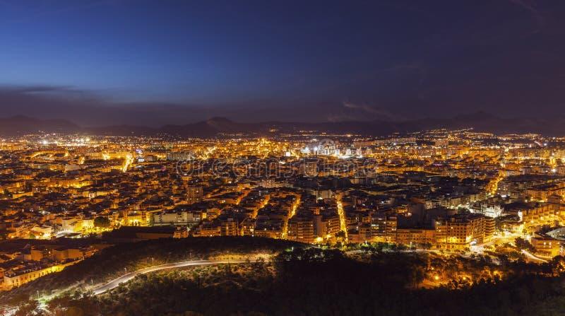 Воздушная панорама Аликанте на ноче стоковое изображение rf