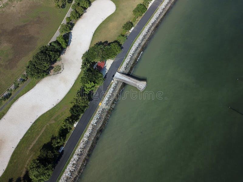 Воздушная съемка бечевника и океана стоковые фото