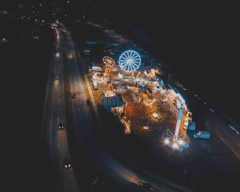 Воздушная съемка масленицы городка вечером стоковое фото rf