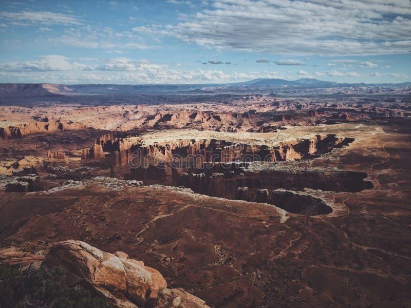 Воздушная съемка национального парка canyonlands на солнечный день стоковые изображения