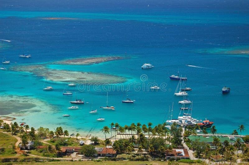воздушная яхта взгляда соединения лагуны острова клуба стоковые фото