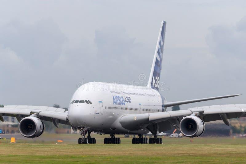 Воздушного судна F-WWOW авиалайнера аэробуса A380-841 большие 4 engined коммерчески стоковое фото rf