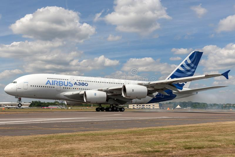 Воздушного судна F-WWOW авиалайнера аэробуса A380-841 большие 4 engined коммерчески стоковое фото