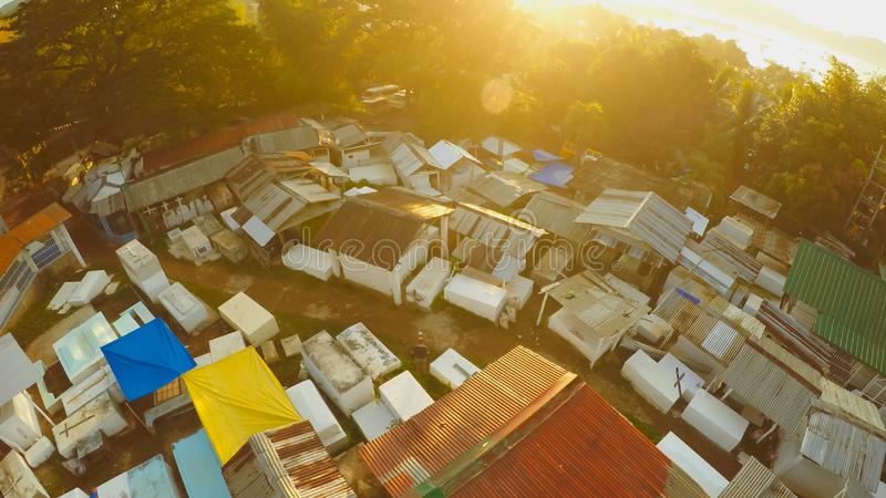 Воздушное видео кладбища рано утром на зоре в городе Coron philippines стоковое фото rf