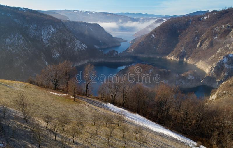 Воздушное изображение каньона Uvac в Сербии стоковое фото