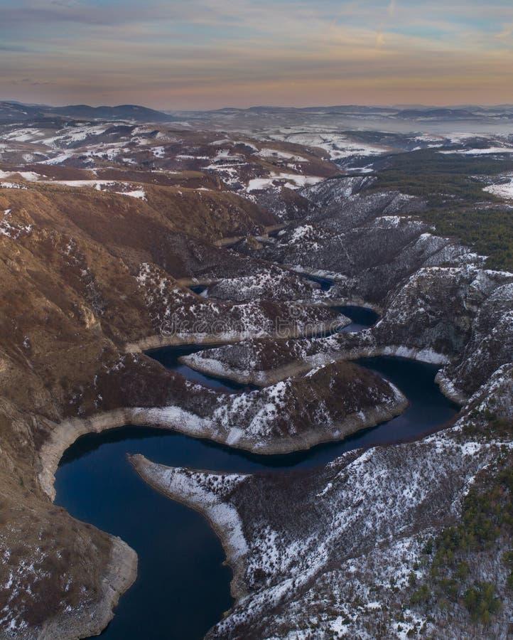 Воздушное изображение каньона Uvac в Сербии стоковая фотография rf