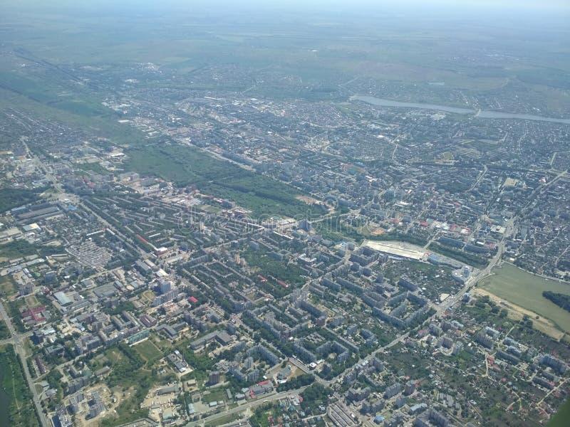 Воздушное фотографирование города, муха на городке стоковые изображения