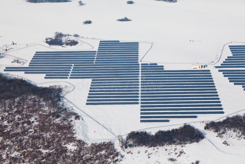 Воздушное фото солнечной электростанции стоковые изображения rf