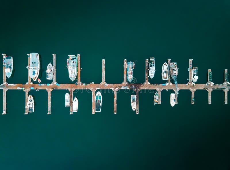 Воздушное фото состыкованных шлюпок стоковые фотографии rf