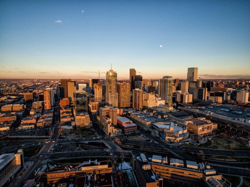Воздушное фото трутня - Денвер Колорадо на заходе солнца стоковое изображение