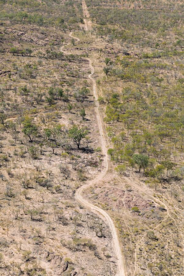 Воздушное фото удаленной грунтовой дороги стоковые изображения rf