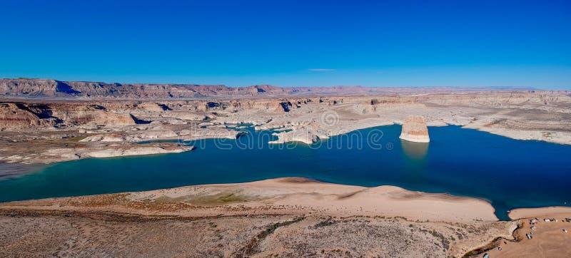 Воздушное vief уединенного утеса на озере Пауэлл, Аризоне, США стоковое изображение