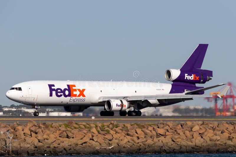 Воздушные судн груза Federal Express Federal Express McDonnell Douglas MD-11F в аэропорте Сиднея стоковое фото